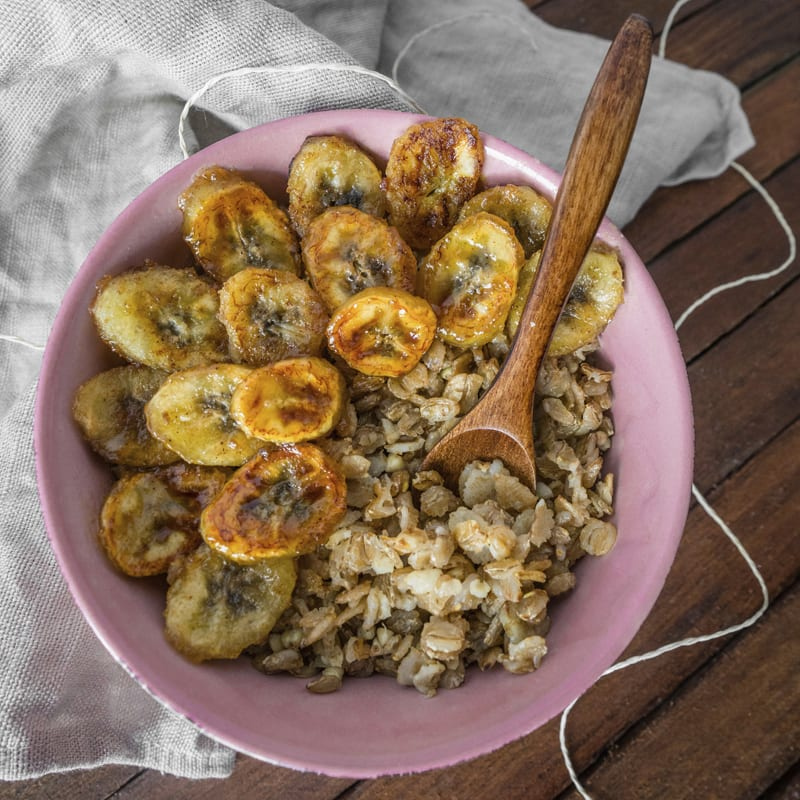 Keimster mit karamellisierten Bananen